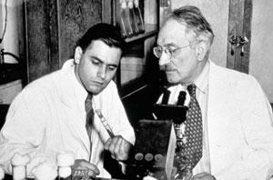 <figcaption>Selmean Waksman (1888-1973) and Albert Schatz (1920-2005), codiscoverers of streptomycin Credit: &#169; Smithsonian Institution</figcaption>